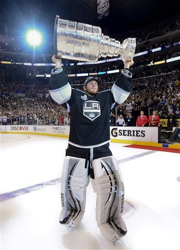 Hamden native Jonathan Quick hoists the Stanley Cup for the Los Angeles Kings