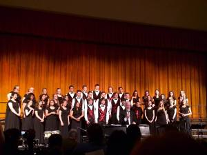 chorus ensemble with lampe